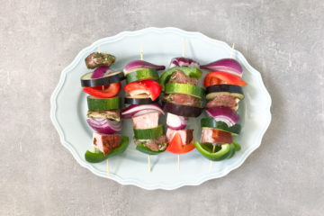 Szaszłyki z karkówką, boczkiem i warzywami
