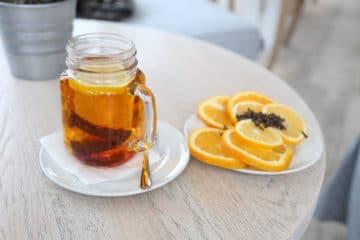 Zimowa herbata z cytrusami, miodem i imbirem