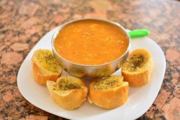 Zupa z białej fasoli i słodkich batatów z gremolatą
