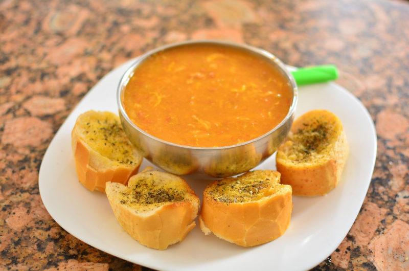 Zupa z białej fasoli i słodkich batatów