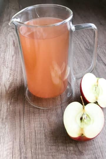 Kompot z obierek i gniazd nasiennych jabłek