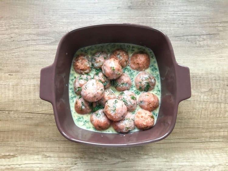 Pulpeciki z indyka w sosie koperkowym z piekarnika