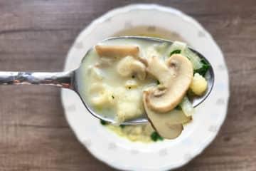 Zupa pieczarkowa z muszelkami makaronu