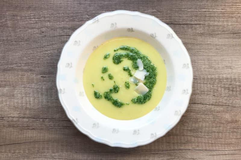 Zupa ziemniaczano -porowa z pesto z natki pietruszki