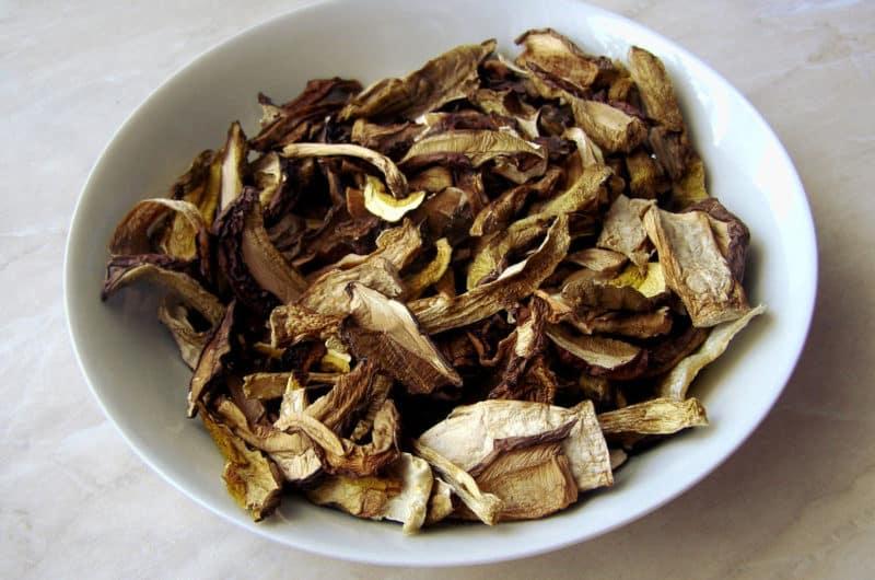 Świąteczna zupa grzybowa z suszonych grzybków