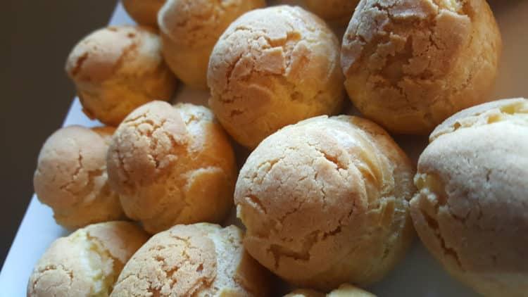 Choux au craquelin - ptysie z kruszonką i mango