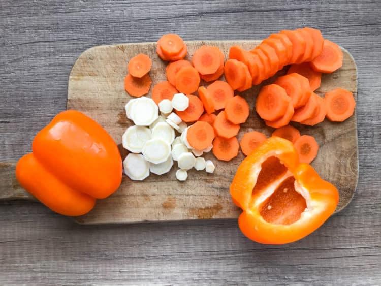 Gulasz warzywny z sercami drobiowymi