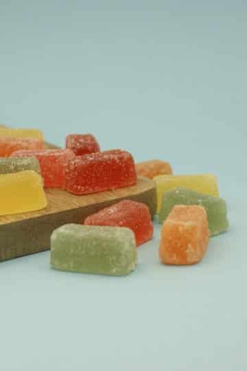 Galaretki z musu owocowego obtoczone w cukrze