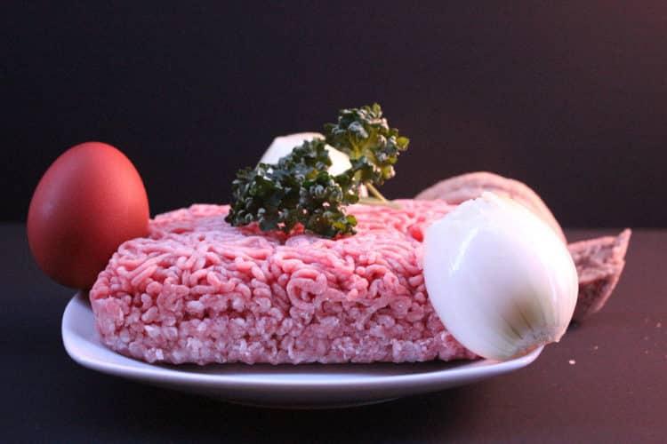 Jajka po szkocku w mięsie mielonym