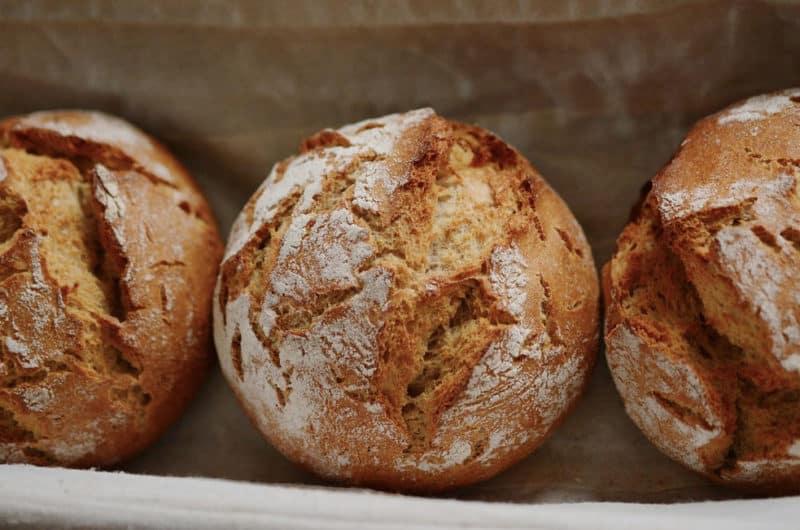 Małe chlebki do żurku serwowanego w chlebie