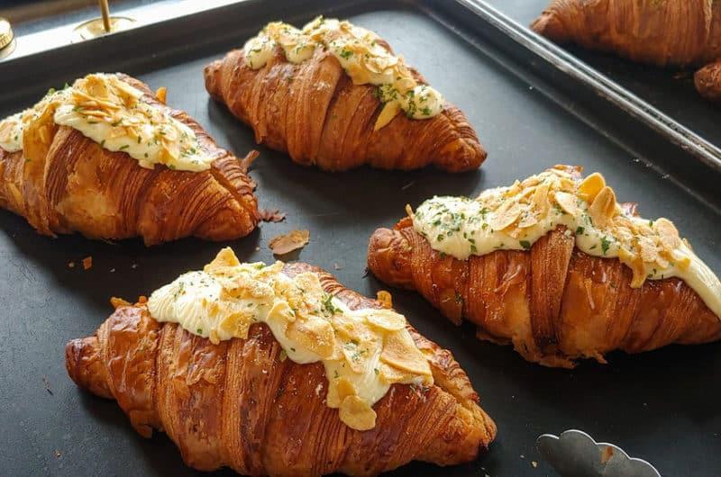 Croissant z migdałami. Pyszny krakowski Lagun