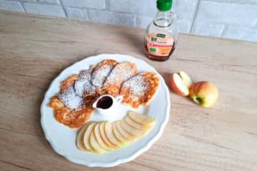 Racuchy z tartymi jabłkami