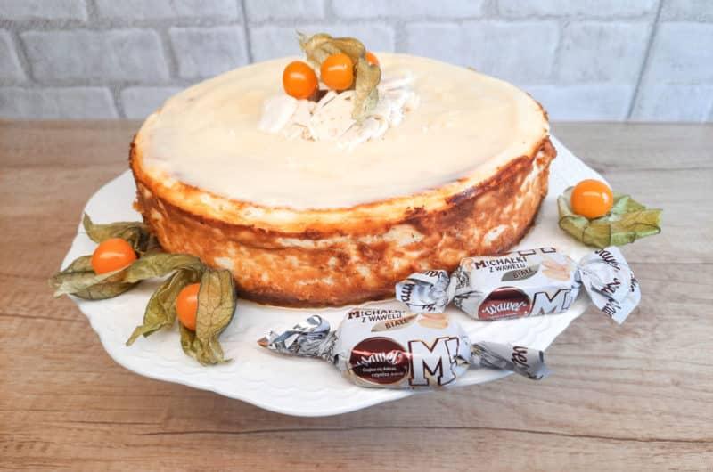Sernik z Białymi Michałkami i białą czekoladą