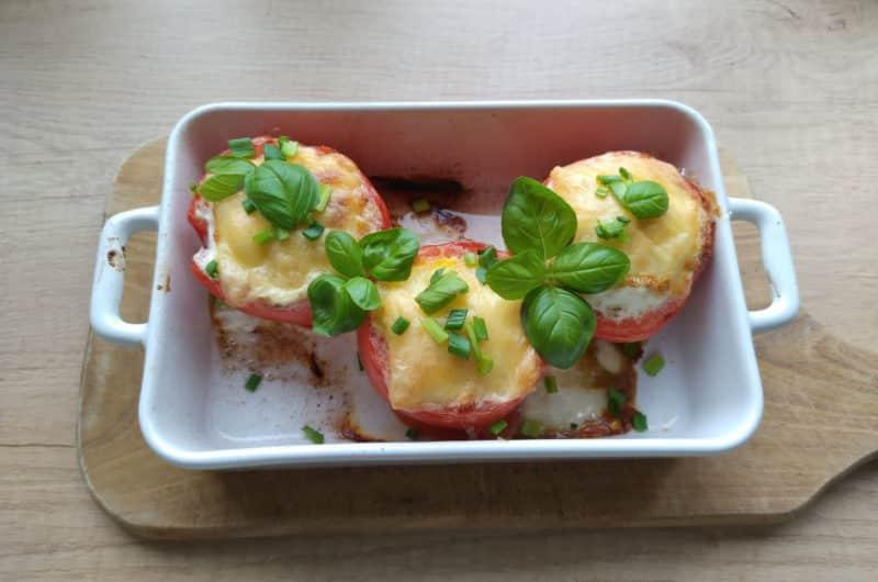 Pomidorki faszerowane jajkiem serem i szynką