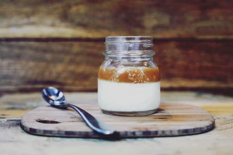 Domowy jogurt kawowy z mleka świeżego