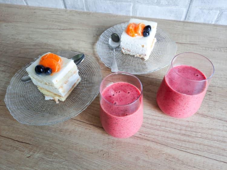 Kefir truskawkowy ze świeżymi truskawkami