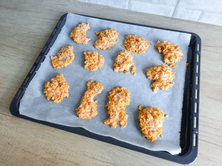 Nuggetsy w panierce z płatków kukurydzianych