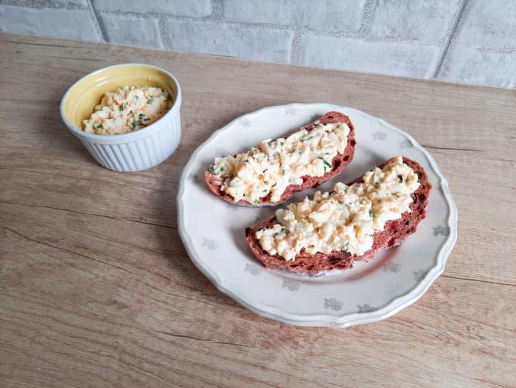 Kanapkowa pasta jajeczna ze szczypiorkiem
