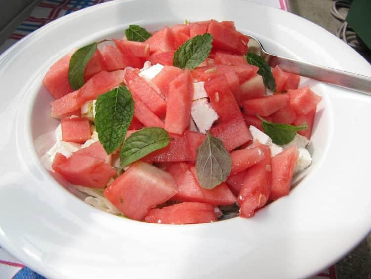 Sałatka z arbuzem i fetą na upały