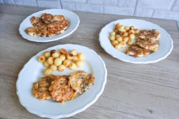 Kotleciki siekane z pieczarkami, kukurydzą i mozzarellą