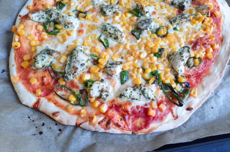 Domowa pizza na cienkim cieście z kurczakiem