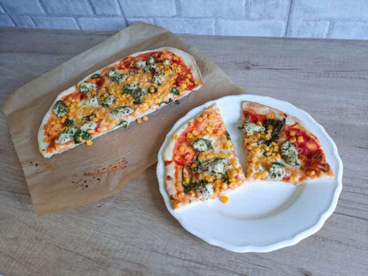 Pizza z kurczakiem i kukurydzą