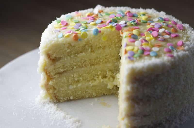 Ciasto tortowe łabędzi puch z wiórkami kokosa