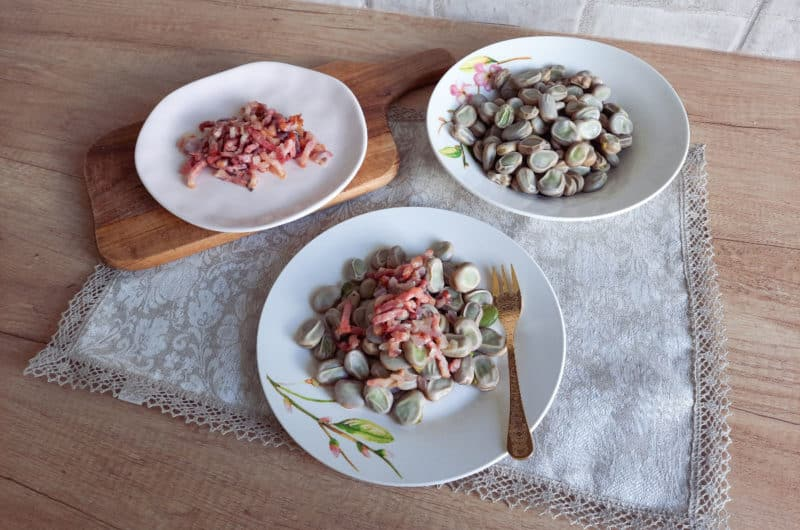 Gotowany bób z chrupiącymi skwarkami z boczku