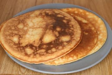 Omlet śniadaniowy na słodko z miodem