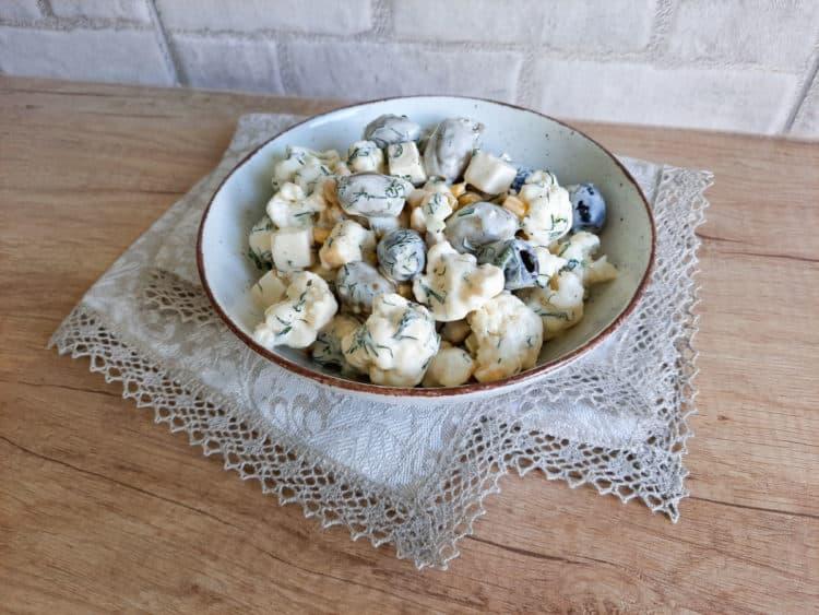 Surówka z surowego kalafiora i koperku