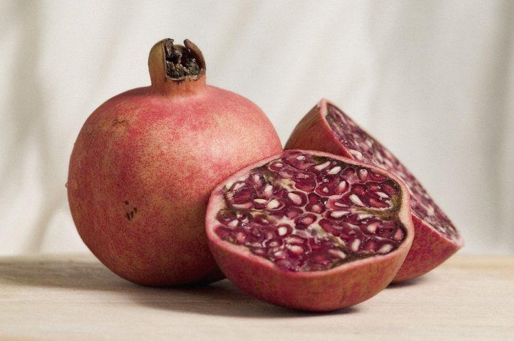 Owoc granatu. Rajski owoc - smak egzotyki.
