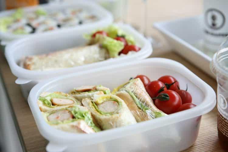 Lunchbox czy obiad w szkole. Co warto wiedzieć?