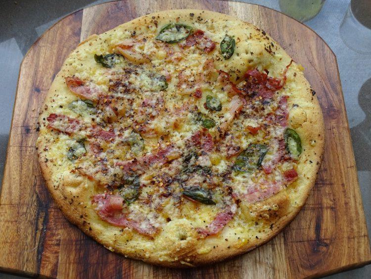 Pizza Bianca. Biała pizza