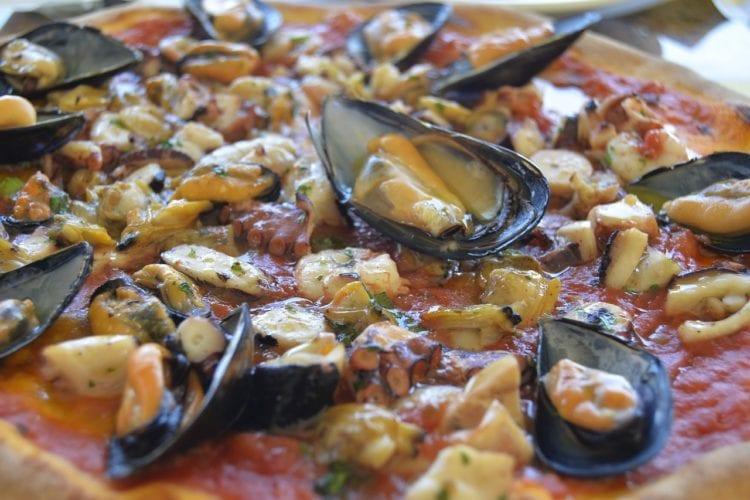 Pizza Frutti di Mare. Owoce morza