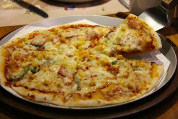 Pizza Hawajska. Pizza z ananasem