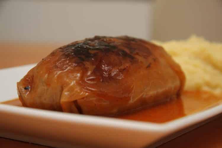 Gołąbki z kaszą gryczaną i sosem pomidorowym