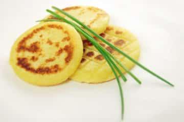 Langosz - węgierski placek ziemniaczany z tłuczonych ziemniaków